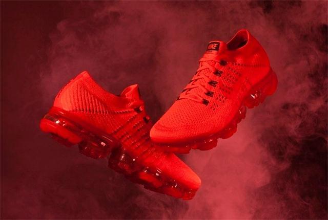陈冠希在 ins 宣布 CLOT x Nike Air Vapormax 即将补货,惊艳的一抹红!