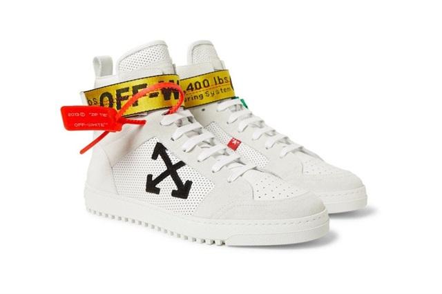 Off-White 应广大粉丝要求,在 2018 新鞋中加入大热的 Industrial Belt 元素