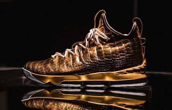 史上最贵鞋款亮相,近赏 LeBron 15 鞋款客制版本!
