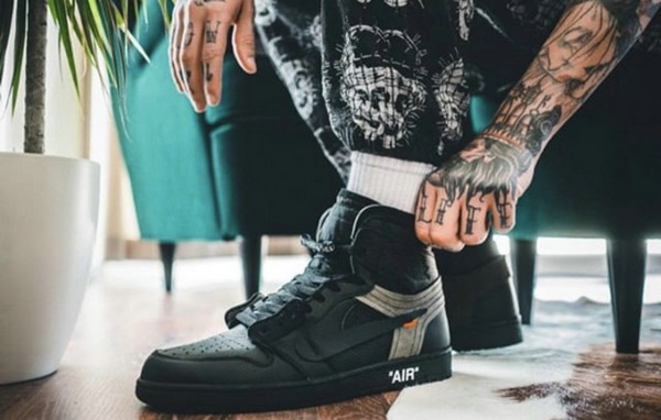 Virgil Abloh x Air Jordan 1 客制鞋款纯黑版上脚欣赏