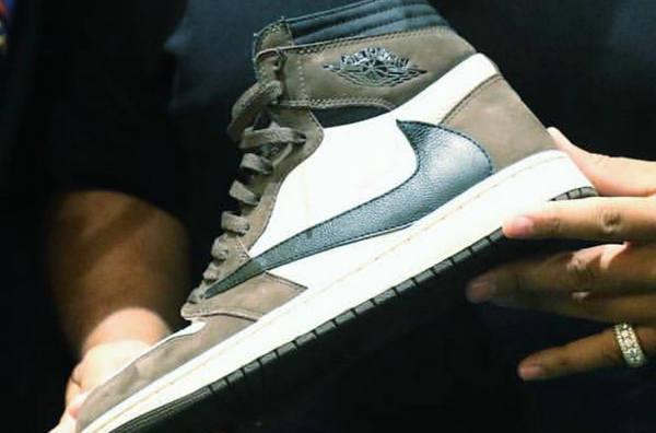 Travis Scott x Air Jordan 1 联名鞋款实物曝光