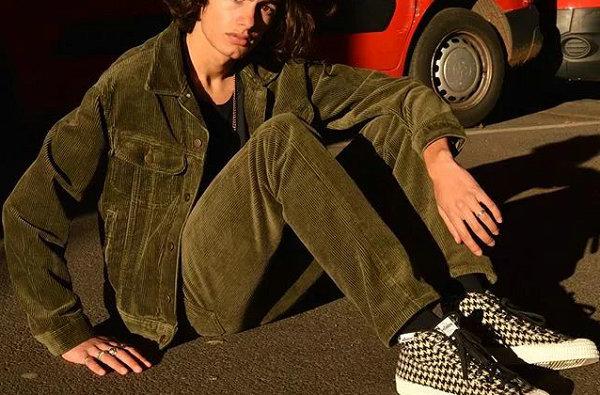 灯芯绒外套和裤子怎么搭配更潮流?学会几招,尽显复古时髦感!