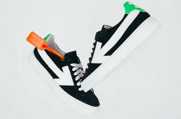 Off-White 全新箭头板鞋?怎么和回力有点像!