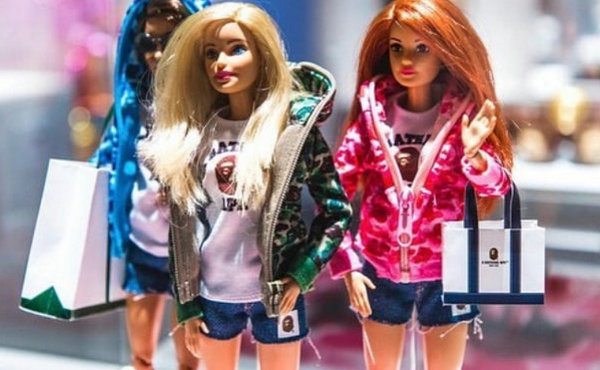 Bape x 芭比联名系列今年上市?跨界少女心玩转街头风!