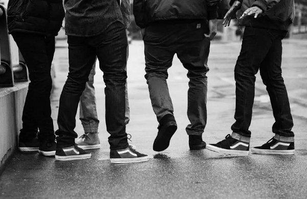 小黑鞋怎么搭更好看?这些男士小黑鞋搭配 tips 值得收藏