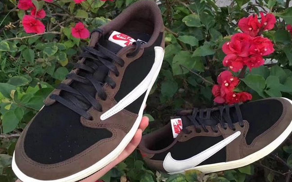 Travis Scott xAir Jordan 1 Low反钩.jpg