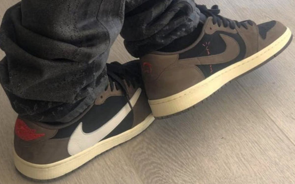 倒钩Travis Scott xAir Jordan 1 Low.jpg
