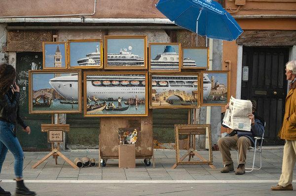 街头艺术家 Banksy 威尼斯双年展临时渡口展览曝光