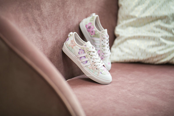 "adidas 三叶草 Nizza 鞋款""Floral Print""女生专属配色亮相"