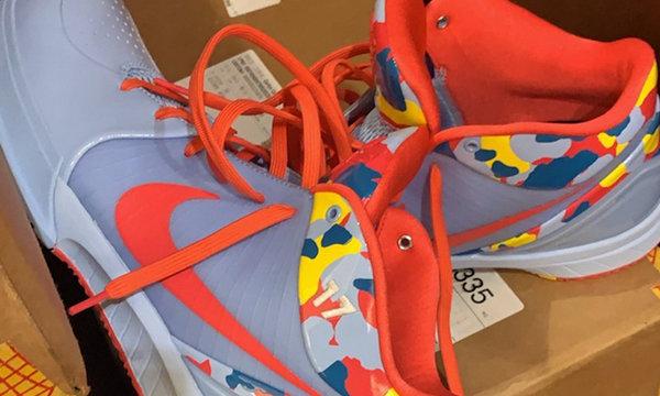 Nike Zoom Kobe 4  PE 球鞋,塔克专属定制版独一份儿?
