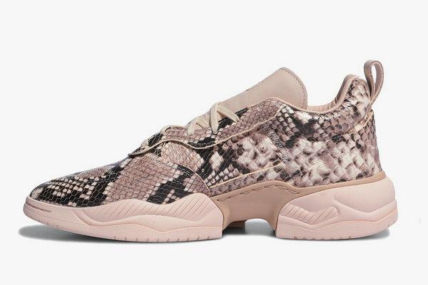 阿迪达斯三叶草 Supercourt RX 鞋款奢华蛇纹版本发售在即