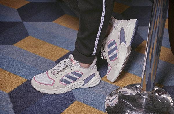 阿迪达斯 90s VALASION 复古慢跑鞋款系列本月底来袭