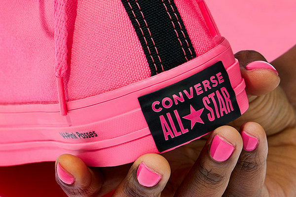 匡威 x O.P.I 全新跨界联名系列鞋款上架发售,配色骚气十足