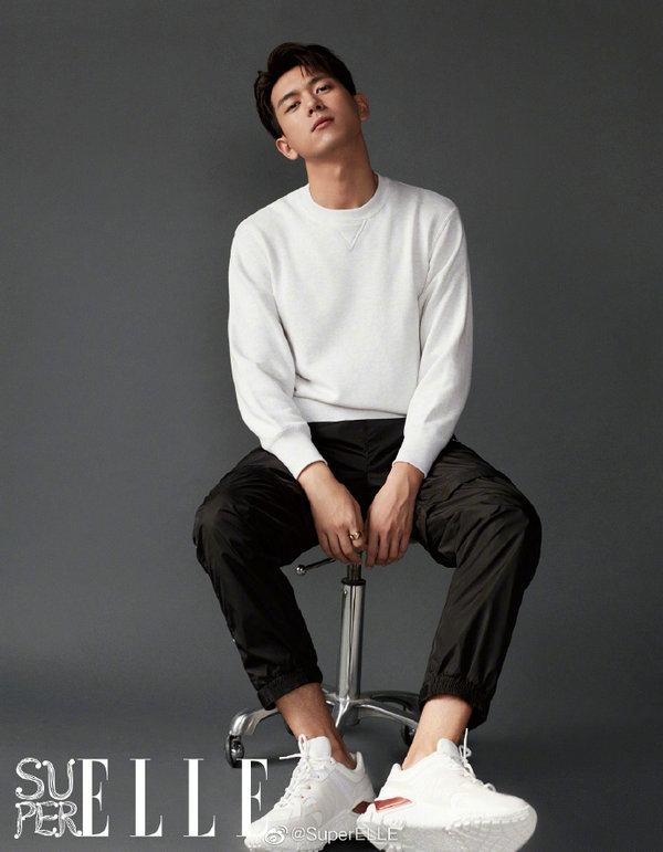 杨紫和李现穿搭 HOGAN 奢潮运动鞋登上《SuperELLE》
