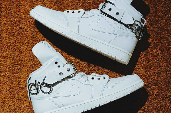 CDG x Air Jordan 1 联名鞋款纯白配色-1.jpg