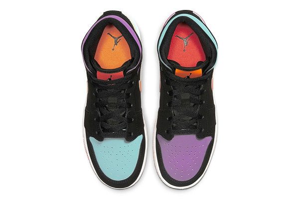 "Air Jordan 1 Mid 鞋款女生专属""What The""鸳鸯配色发售"