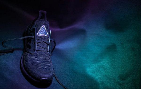 阿迪达斯 Ultra Boost 2020 太空主题鞋款.jpg