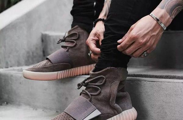 手链搭配 YEEZY 鞋.jpg