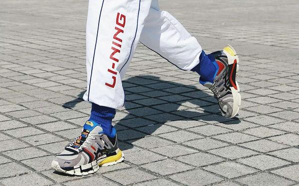 李宁老爹鞋1.jpg