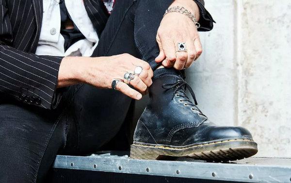 马丁靴买大还是买小——马丁靴.jpg