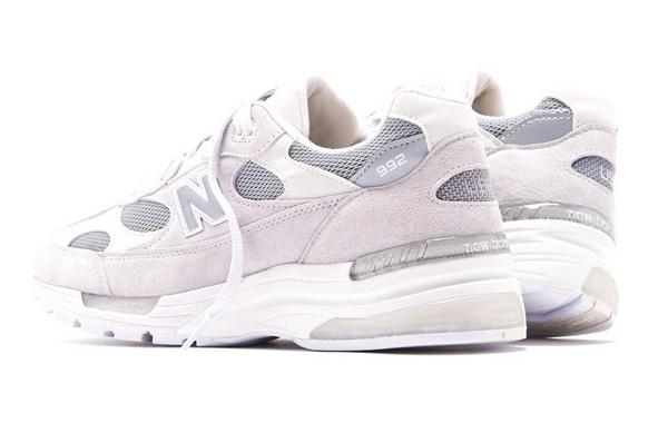 "New Balance ""White""白配色 992 鞋款上架,清新简洁风"