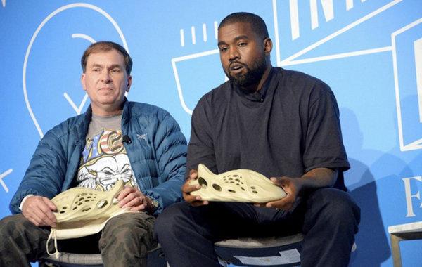 Yeezy 全新洞洞鞋再曝实物图片,近期正式发售