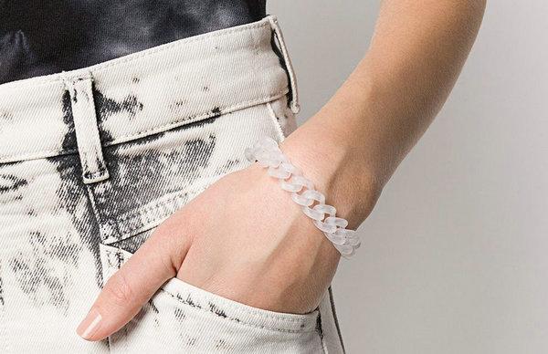 1017 ALYX 9SM 新款 PVC 半透明手链公布,艺术气息浓厚