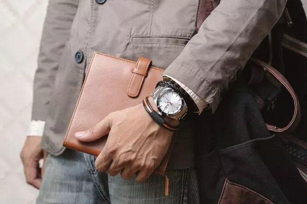 男士手链和手表的戴法4.jpg