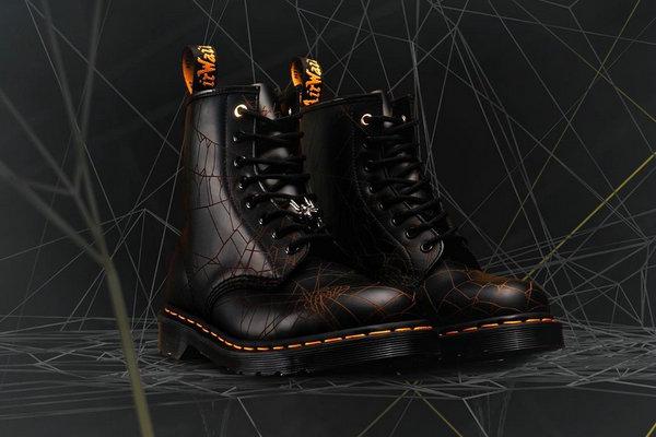 山本耀司 x Dr.Martens 全新联名 60 周年纪念靴款1.jpg
