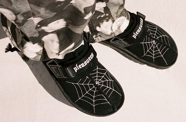 锐步 x PLEASURES 联名 Beatnik 凉鞋预告公布,蜘蛛网刺绣