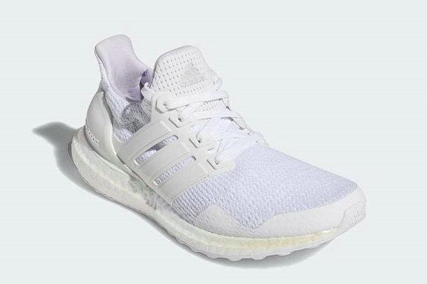 阿迪达斯 Ultraboost 珍珠白配色鞋款即将登场,纯白主义