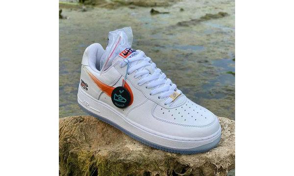 KITH x Nike Air Force 1「NYC」联名鞋款白色版本0.jpg