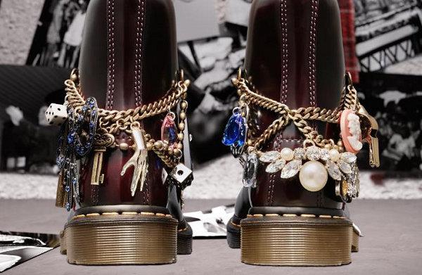 马丁博士 x Marc Jacobs 联名 1460 鞋款即将发售,叛逆复古