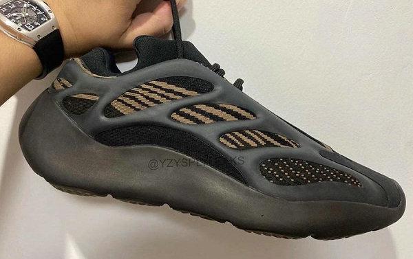 "YEEZY 700 V3 全新""Eremiel""黑棕褐配色鞋款曝光,酷似黑魂?"