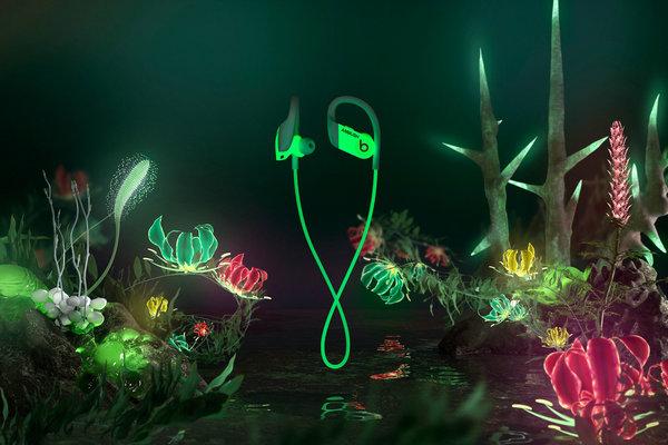 AMBUSH x Beats 全新联名夜光版 Powerbeats 无线耳机.jpg
