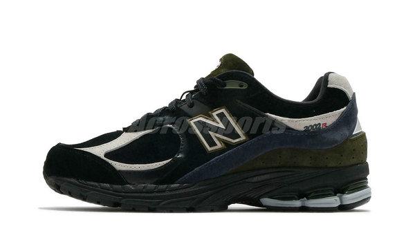 新百伦 2002R 鞋款全新牛年限定配色登陆,复古调性