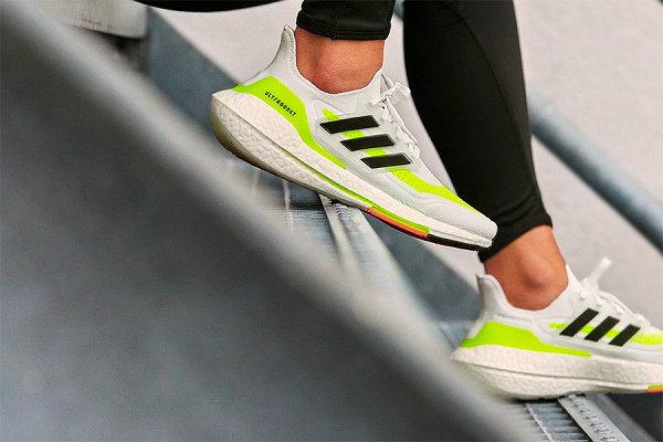 "Ultraboost 2021 全新""Fluorescent Yellow""配色鞋款即将发售~"