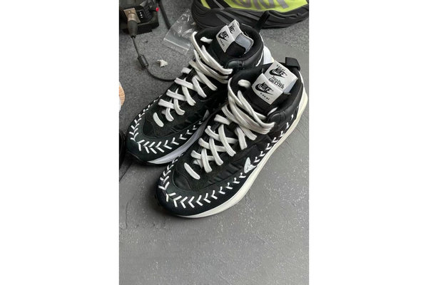 Sacai x Jean-Paul Gaultier 联名定制 Vaporwaffle 鞋款-1.jpg
