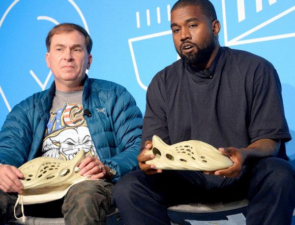 Yeezy 洞洞鞋终于要大范围发售了?