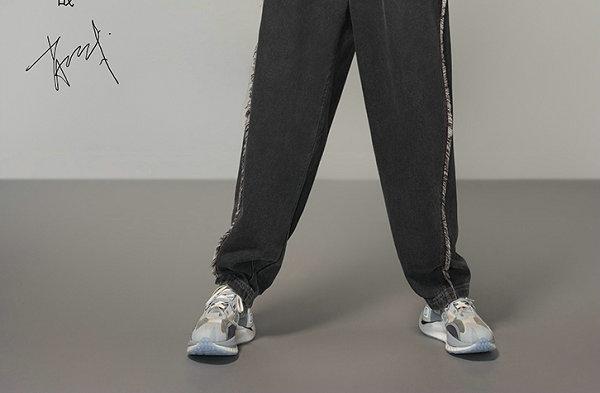 李宁全新绝影 CRC 跑鞋首发配色系列上市,依旧是秀场同款