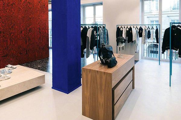 Off-White 法国巴黎新店抢先预览,设计装修相当考究