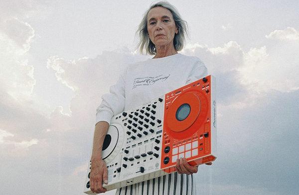 Off-White x Pioneer DJ 全新联名控制器与服饰系列亮相