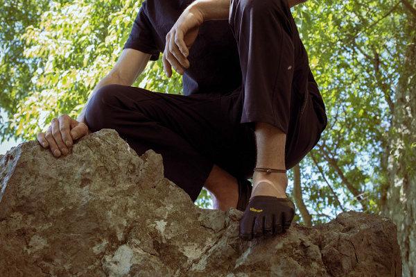 Vibram 全新袜套式五指鞋亮相,大底持久耐用